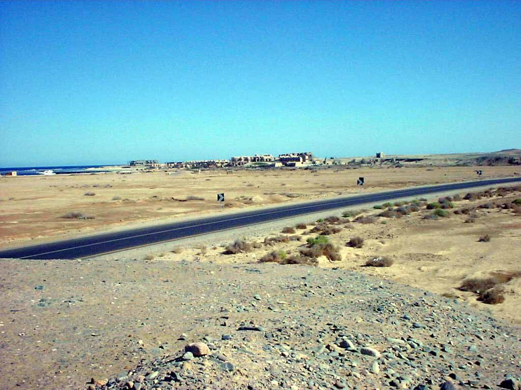 Blick von der Küstenstraße auf den Utopia Beach Club