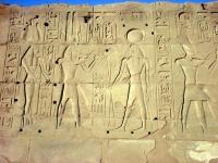 Hieroglyphen und Bilder im Karnak Tempel