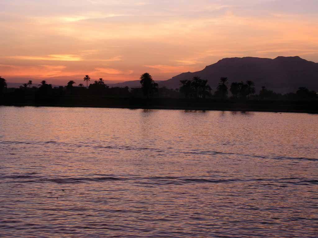 Luxor, Sonnenuntergang über dem Tal der Könige