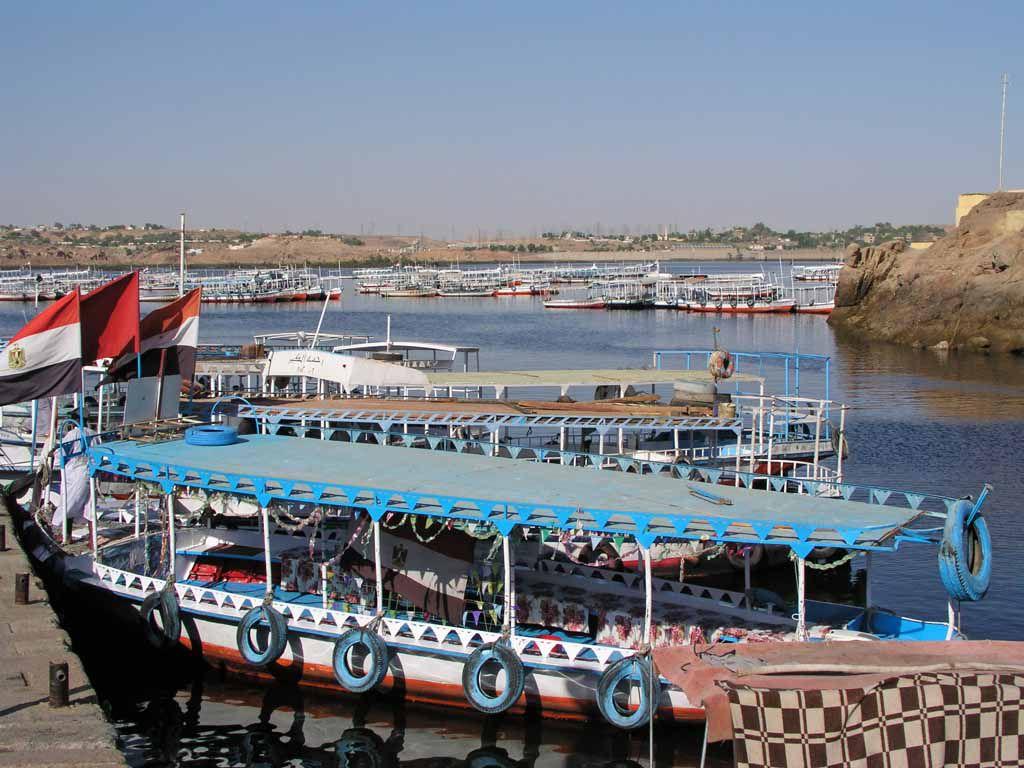 Assuan, Boote für die Fahrt zum Philae Tempel