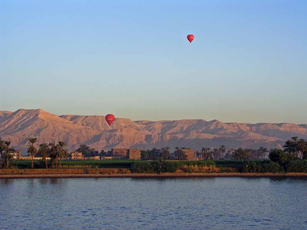 Luxor, Ballonfahrt über das Tal der Könige bei Sonnenaufgang