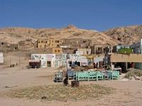 Luxor, Häuser in der Nähe des Tempels der Hatschepsut