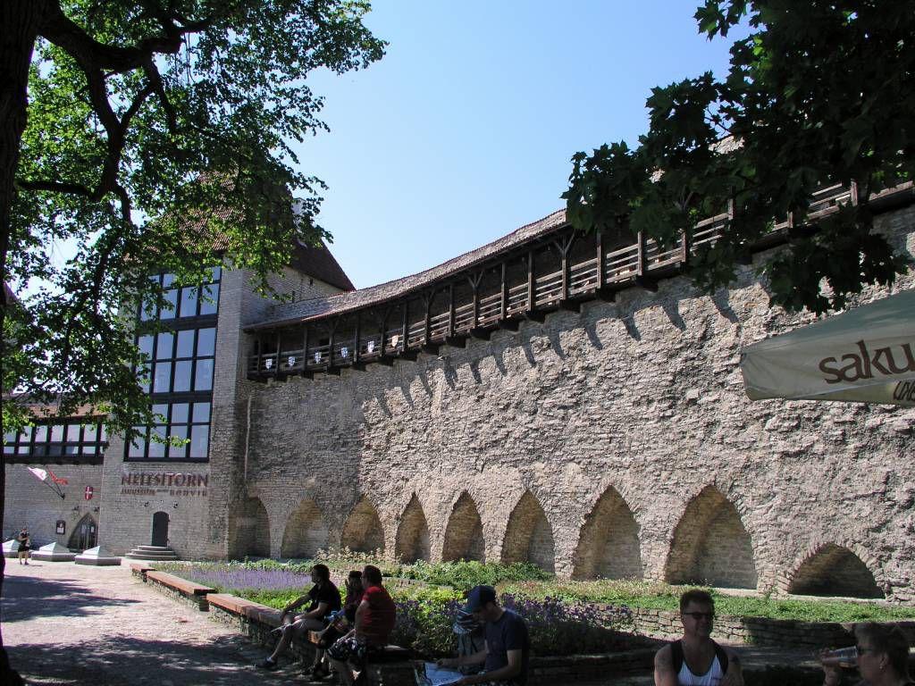Tallinn, Mägdeturm und Stadtmauer