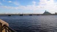 Riga, Steinbrücke, im Hintergrund die Nationalbibliothek