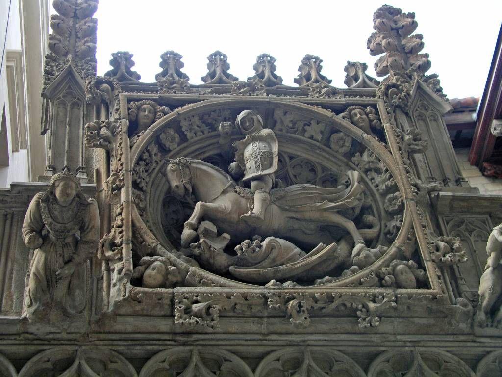 Barcelona, Gebäuderelief in der Nähe der Kathedrale