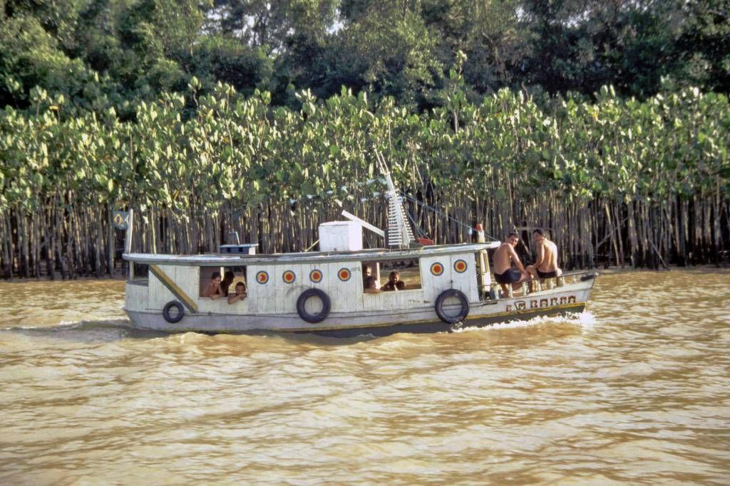 Typisches Boot in der Amazonasmündung nahe Belém