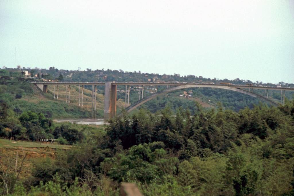 Ciudad del Este, Grenzbrücke
