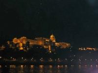 Burgberg mit Burgpalast und Nationalgalerie bei Nacht