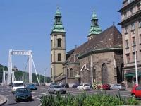 Die Innerstädtische Pfarrkirche neben der Elisabethbrücke