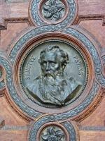 Abbild des Apostels Paulus am Tor der Sankt Stephans Basilika