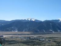 Shangri-La, Blick auf den Flughafen vom 100 Chicken Temple