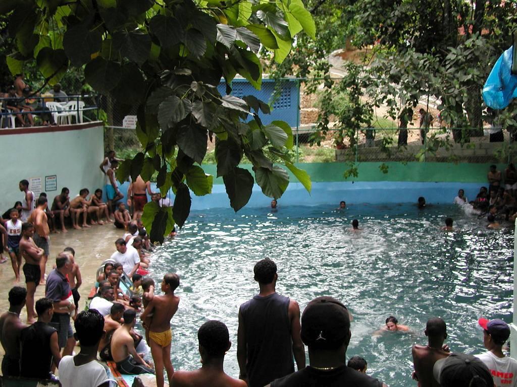 Halbinsel Samaná, Schwimmbad auf dem Rückweg