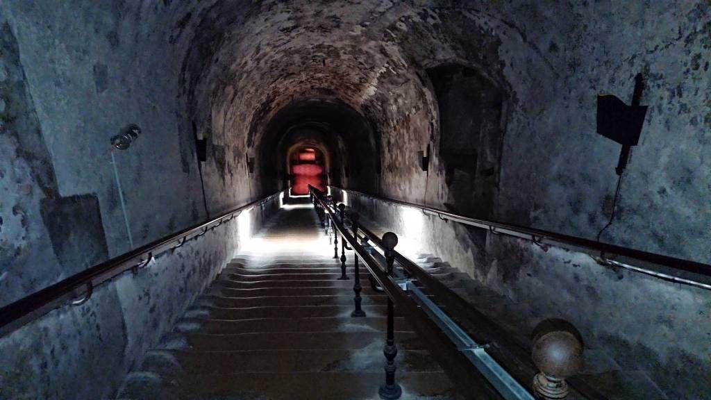 Reims, Champagner Kellerei Pommery, Abgang zum Keller