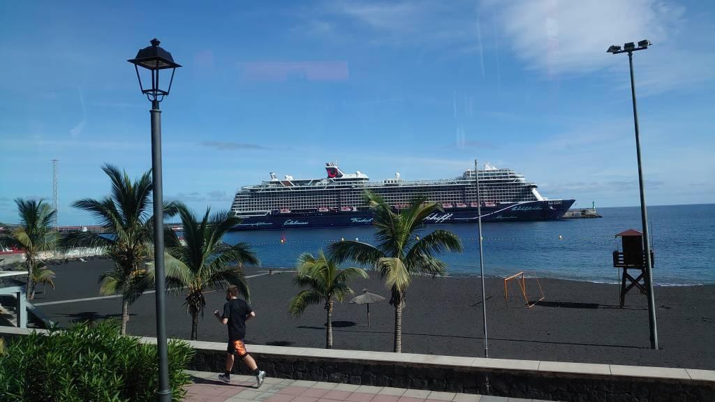 La Palma, Santa Cruz, die Mein Schiff 2 im Hafen