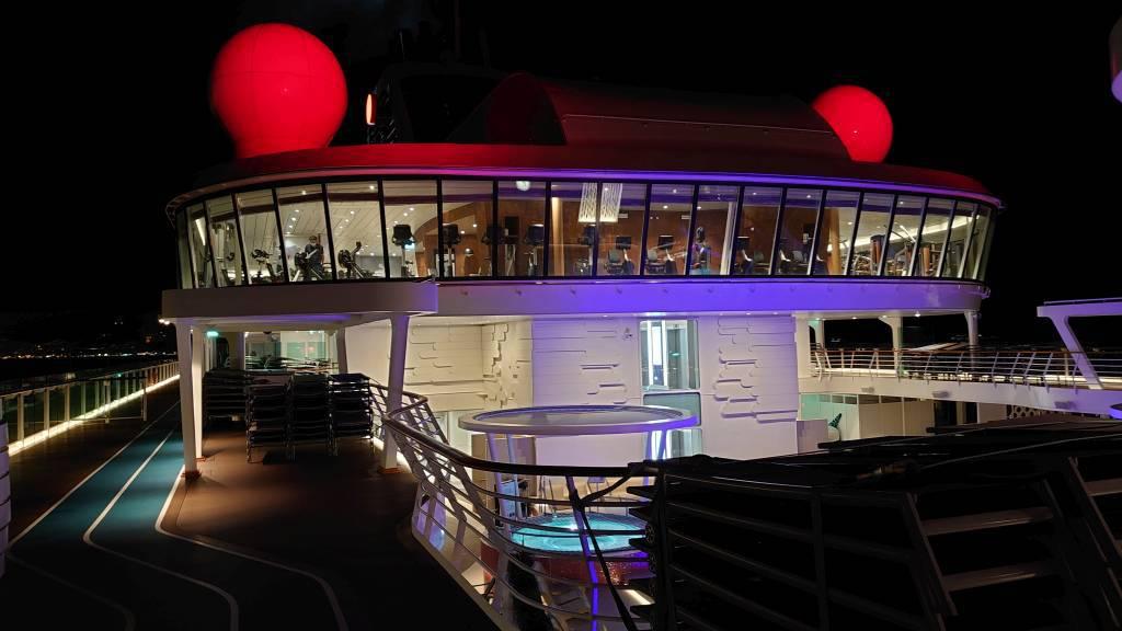 Mein Schiff 2, an Deck bei Nacht