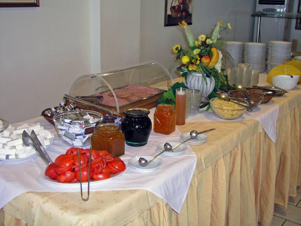 Gerakini, Hotel Glavas Inn, Frühstücksvorspeisenbuffet