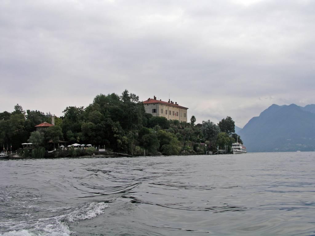 Isola dei Pescatori (Isola Superiore), Blick auf die Isola Madre mit Palast