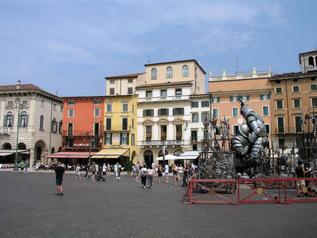 Verona, Platz vor der Arena