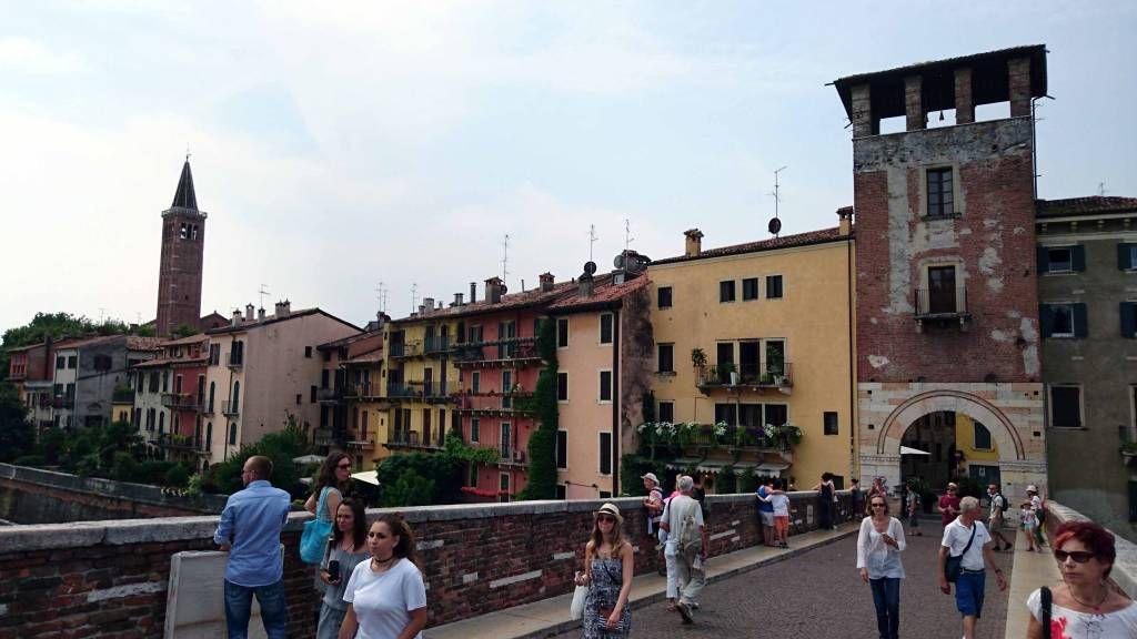 Verona, auf der Ponte Pietra über die Etsch