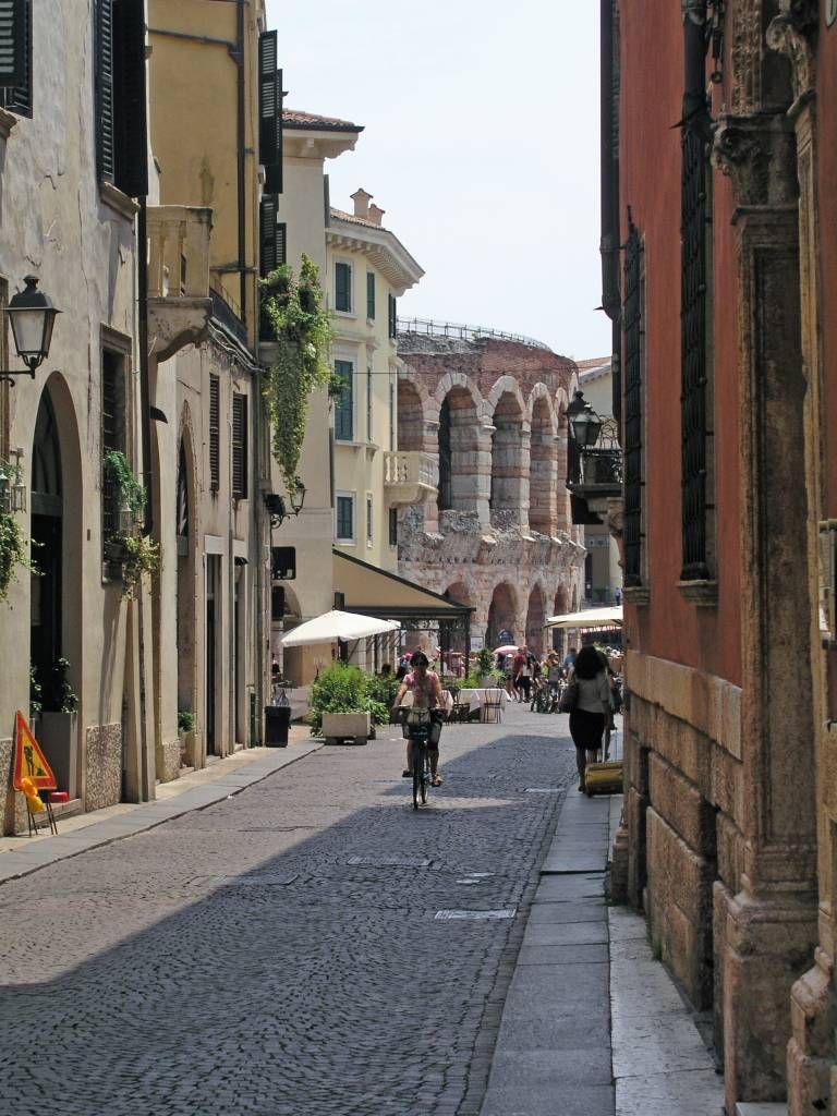 Verona, Via Guglielmo Oberdan, kurz vor der Arena