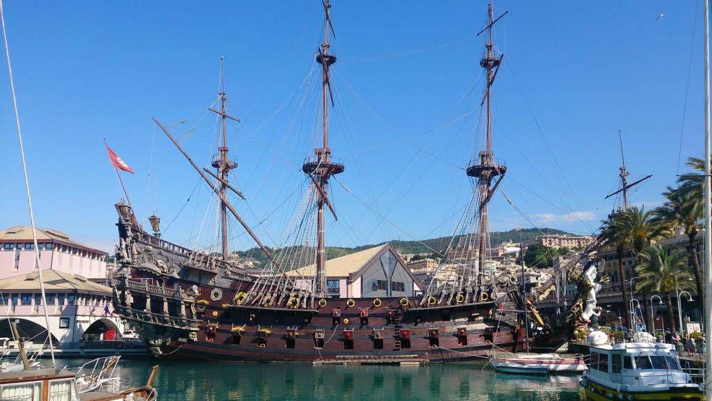 Genua, Touristenschiff