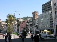 Genua, Gebäudeflucht am Hafen
