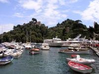 Portofino, Blick vom Hafen in Richtung Castello Brown