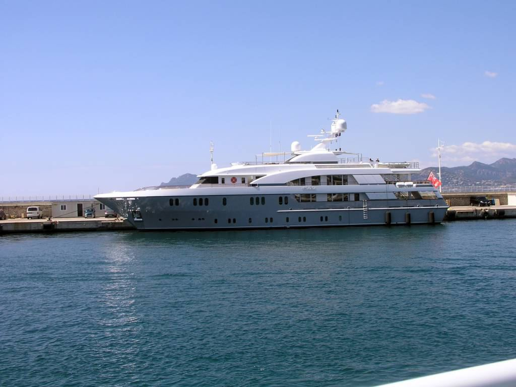 Cannes, Yacht