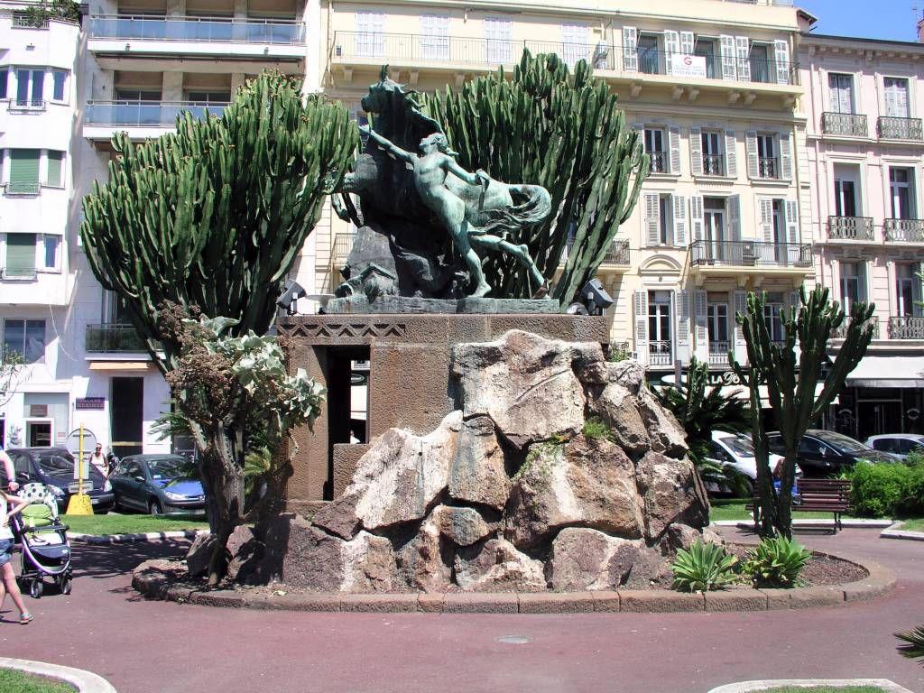 Cannes, Denkmal