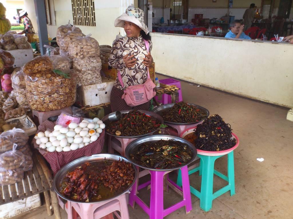 """Kâmpóng Cham, Markt, """"Köstlichkeiten"""""""