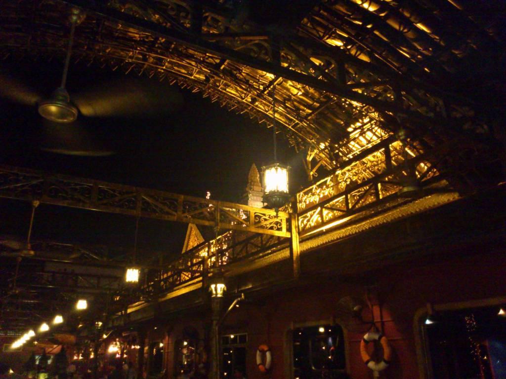 Phnom Penh, Titanic Restaurant