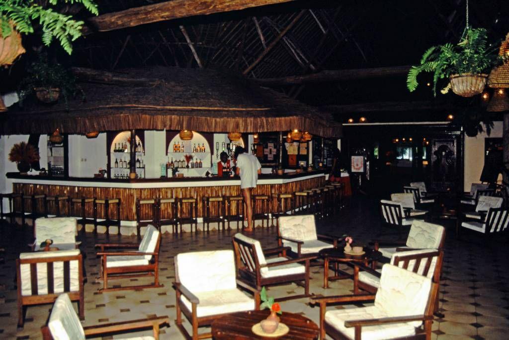 Coral Beach Hotel, Bar