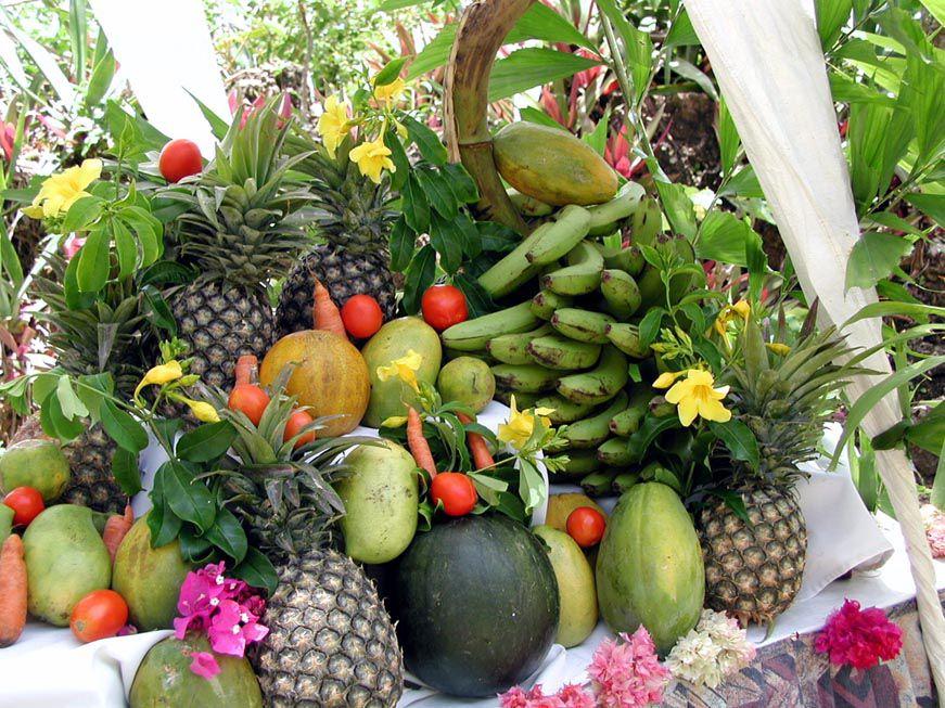 Obstbuffet im Garten das Bahari Beach Hotel