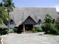 Der Eingang des Bahari Beach Hotels