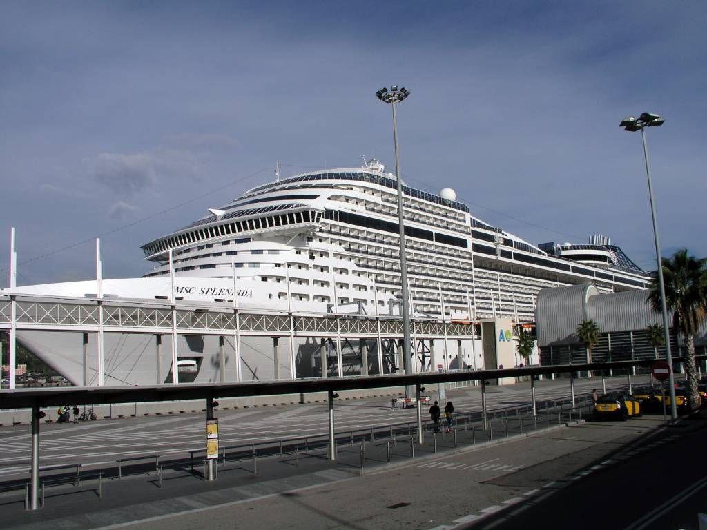 MSC Splendida, im Hafen von Barcelona