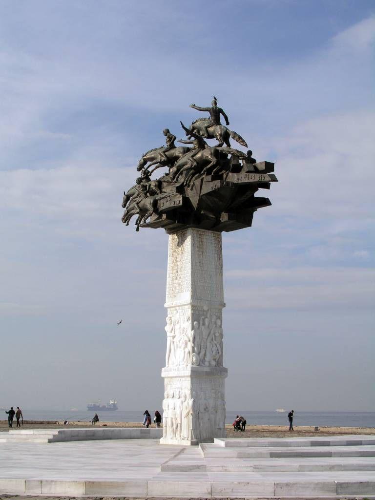 Izmir, Denkmal