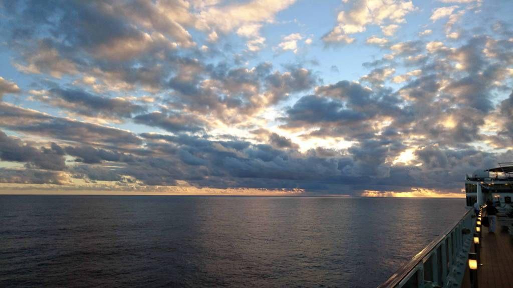 MSC Poesia, auf See, Sonnenuntergang