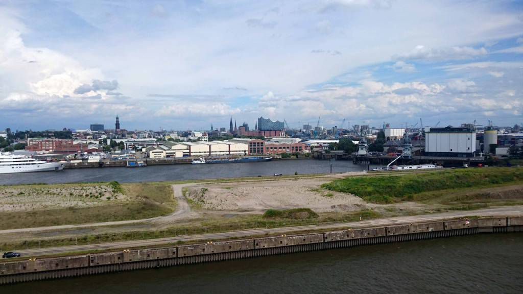 MSC Preziosa, Blick auf Hamburg