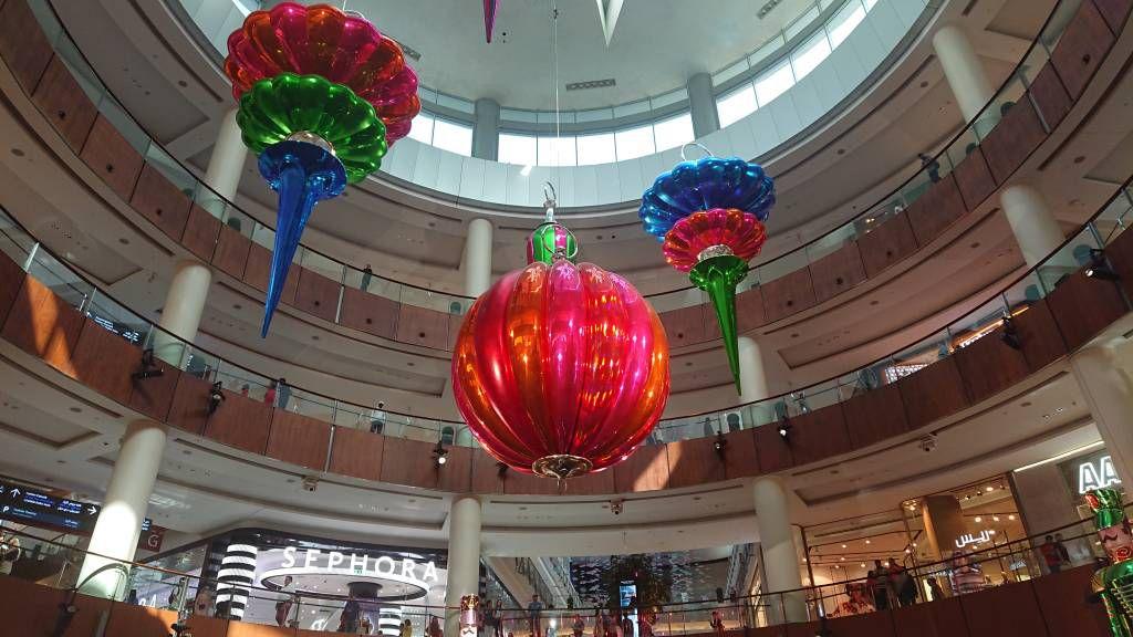 Dubai Mall, der größte Weihnachtsschmuck der Welt