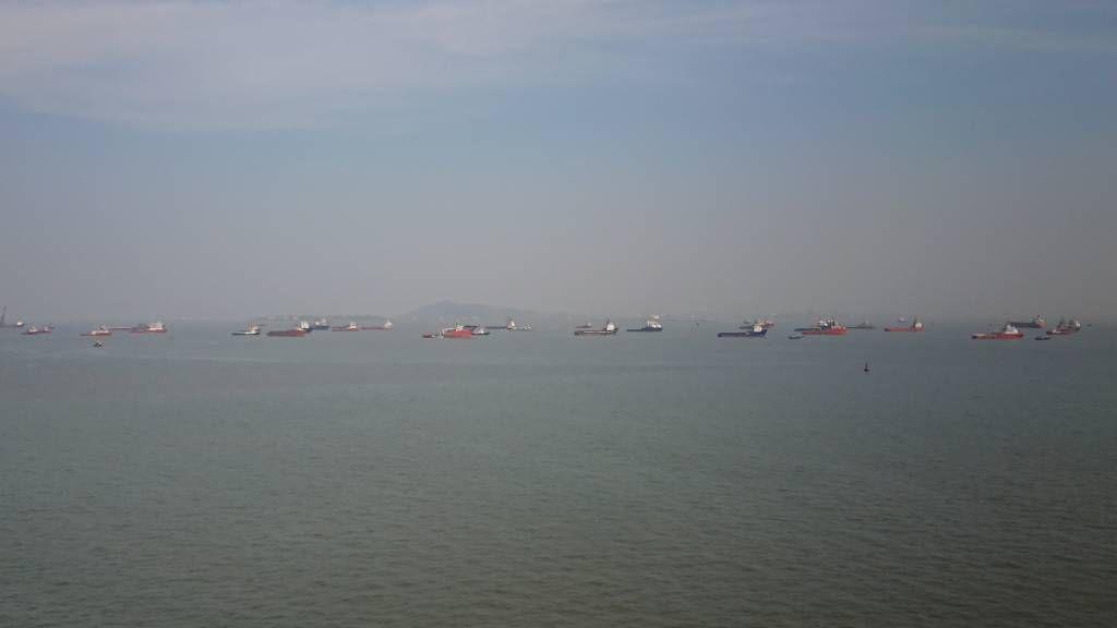 Mumbai, Schiffe auf Reede