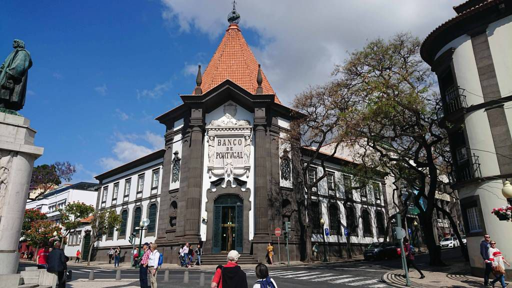 Madeira, Funchal, Bankgebäude