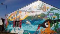 Schottland, Invergordon, Gebäude mit Gemälde