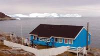 Grönland, Ilulissat, Gebäude und Eisberge