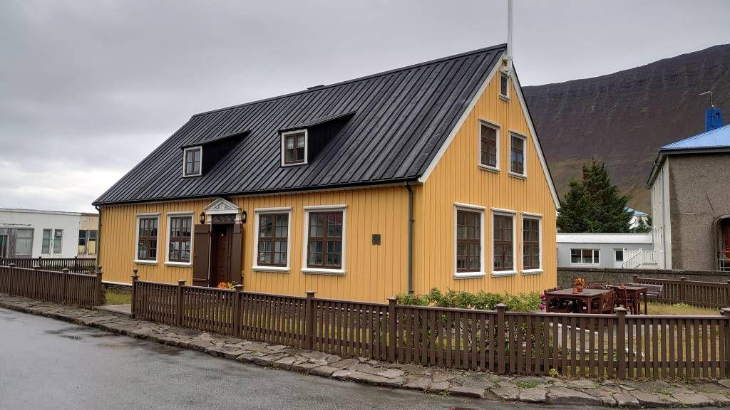 Island, Ísafjörður, Gebäude