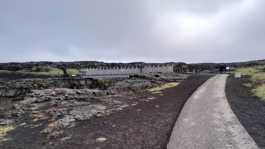 Island, Hafnir, Brücke zwischen den Kontinenten, links Amerika und rechts Europa
