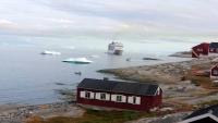 Grönland, Ilulissat, Gebäude und die MSC Orchestra
