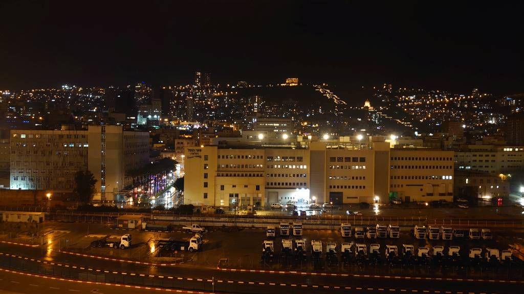 Haifa, Stadtansicht am Abend