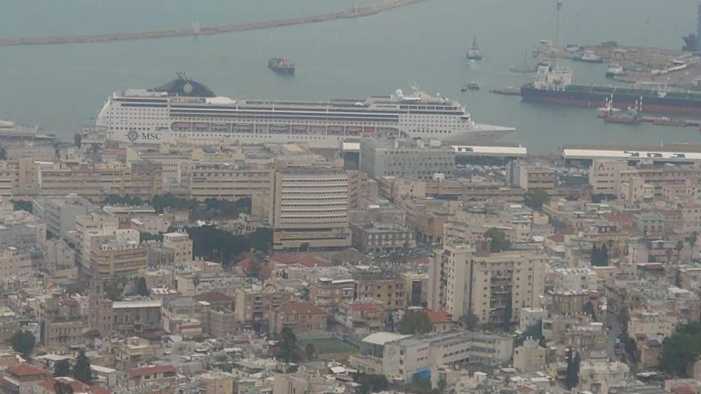 Haifa, Stadtansicht mit der MSC Opera
