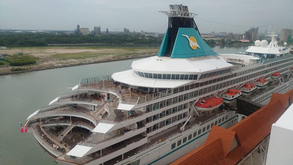 Kuala Lumpur, Port Klang, die Artania am Cruise Terminal