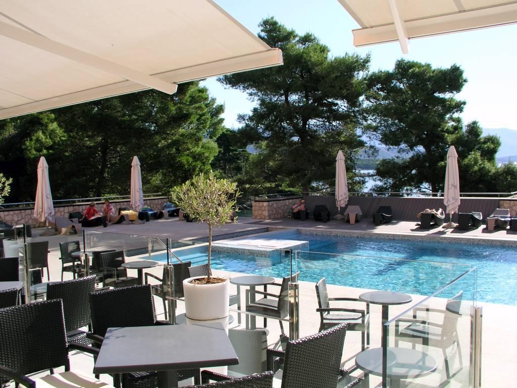 Insel Rab, Suha Punta, Pool Hotel Carolina